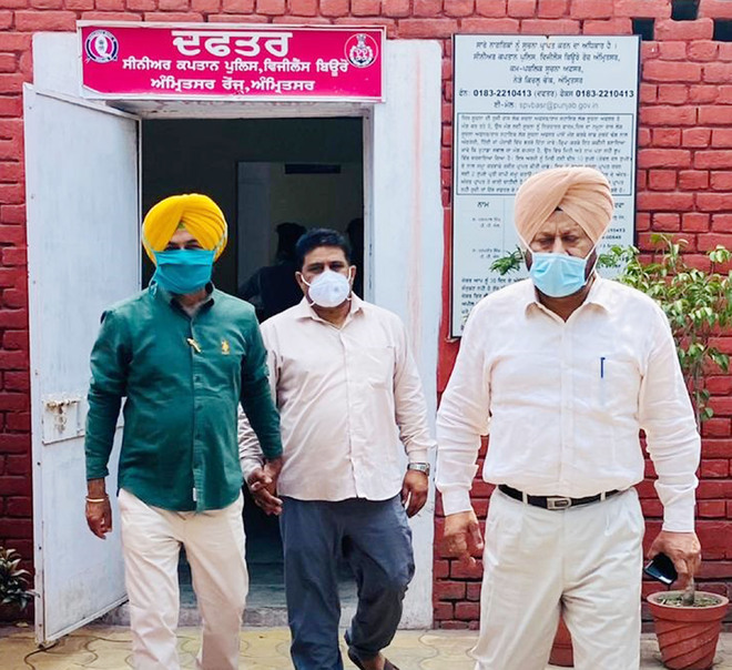 SMO held taking bribe from doctor