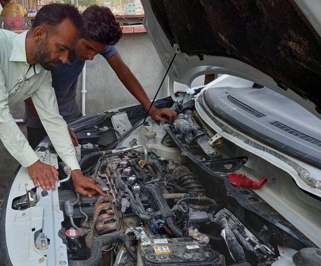 Carmakers extend warranty, free service amid lockdown