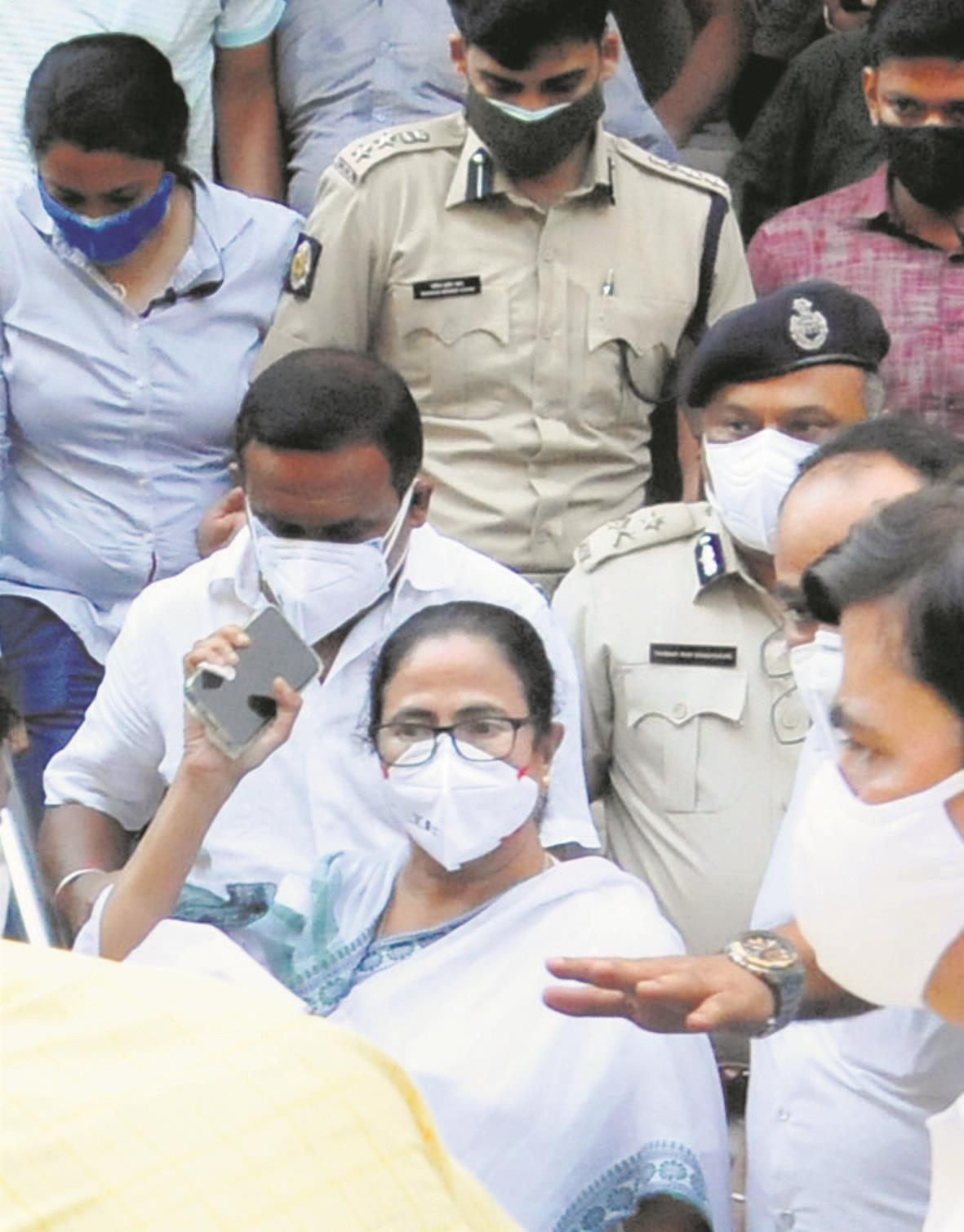 Didi leads protests against CBI arrests
