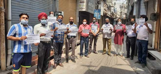 AAP holds 'Vyapari te Vyapar Bachao' march in Hoshiarpur