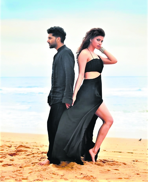 Guru Randhawa romances Urvashi Rautela in his new single Doob Gaye