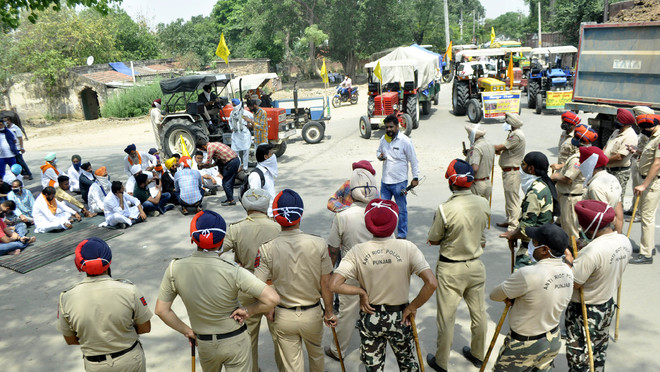In Patiala, protesting farmers break barricades, 4 cops hurt