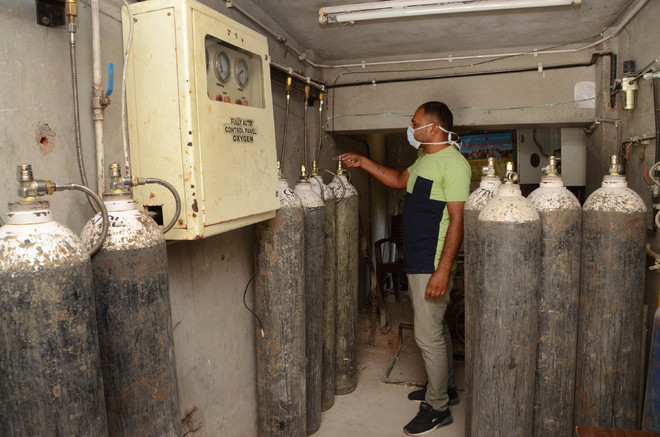 Prices of oxygen cylinders escalate in Amritsar