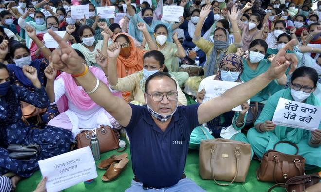 1,400 striking health staff fired in Punjab