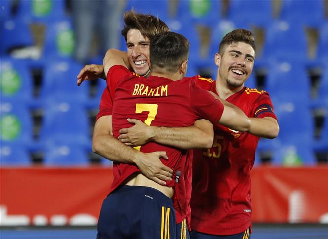 Spain's young guns fire, France win 3-0