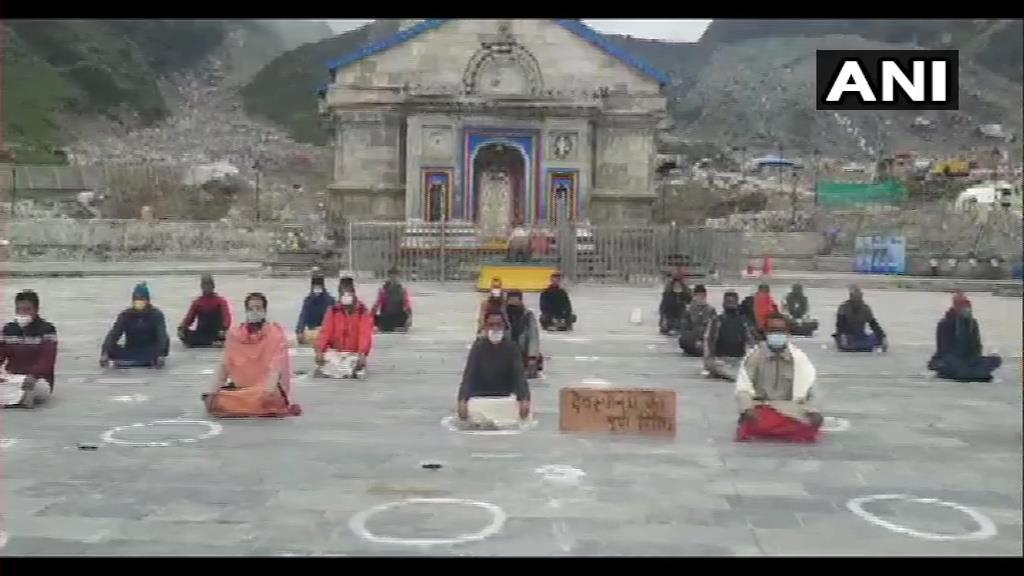 కేదార్నాథ్ అర్చకుల ధర్నా-తాజావార్తలు