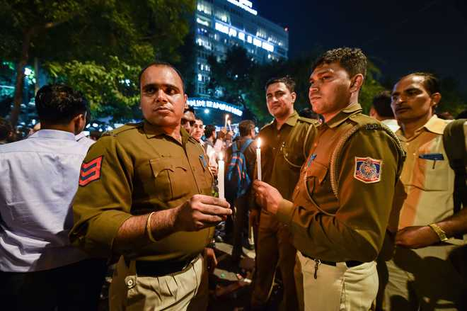 2 Delhi cops assaulted at Singhu border protest site