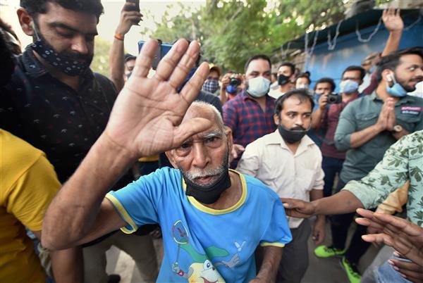 'Baba ka Dhaba' owner Kanta Prasad attempts suicide, admitted to Delhi hospital