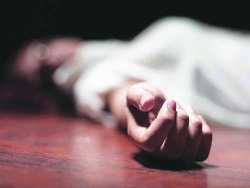 Minor kids live with father's dead body for 2 days, go to neighbour for food