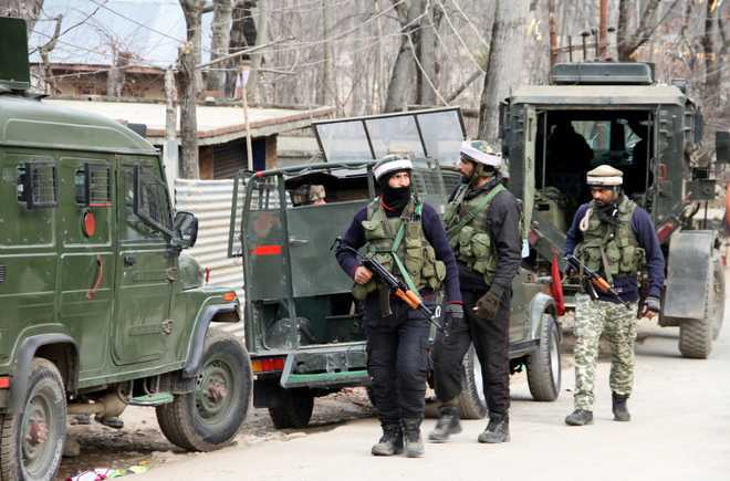 Militants fire at CRPF convoy in Budgam