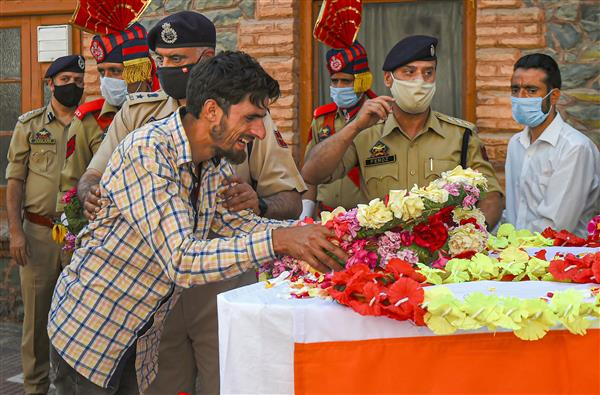 Terror attack on joint team of CRPF, police in J-K's Sopore; 2 cops among 4 dead