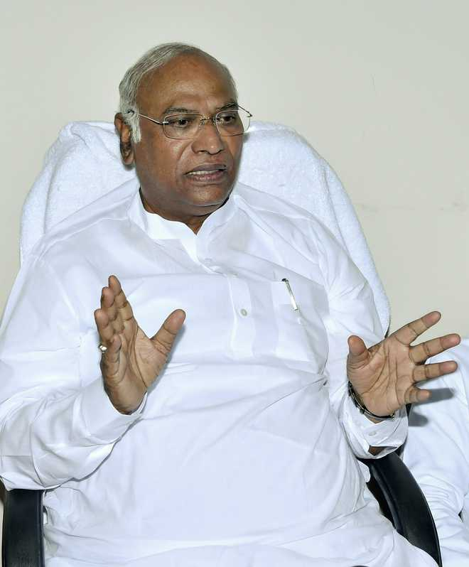Kharge panel finalises report, to submit  to Sonia Gandhi today