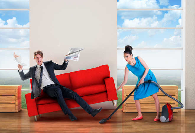 Married men earning more, less helpful with domestic chores