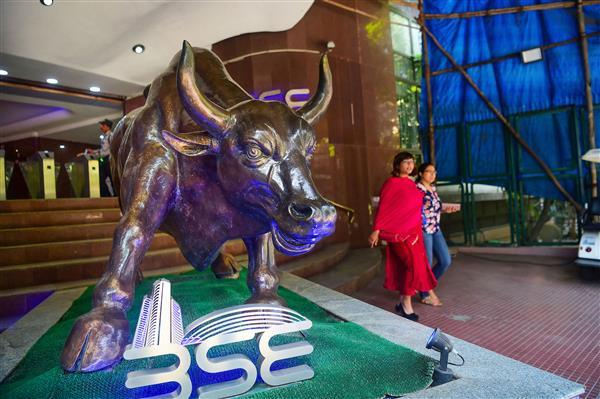 Sensex slumps 334 points as bears return; RIL, banks top laggards