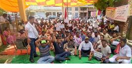 Patiala Municipal Corporation sanitation workers protest for regularisation of services