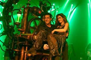 'You look so horrible with Buddha actors': Kamaal R Khan takes another shot at Salman Khan in Disha Patani birthday post