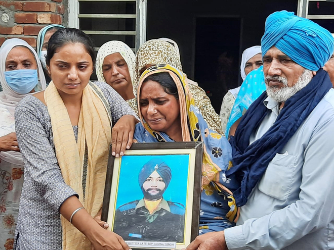 Soldier cremated with state honours in Bathinda