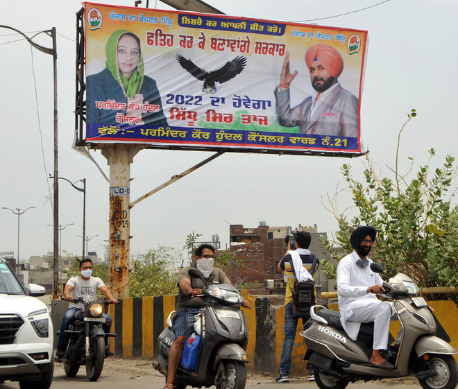 Poster war between Amarinder & Sidhu camps finds prominence yet again in Amritsar