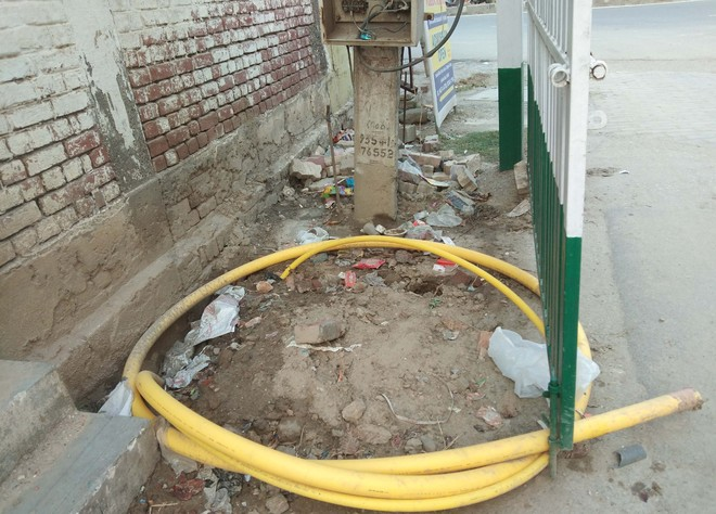 Careless attitude of firm staff while laying gas pipeline in Kaithal