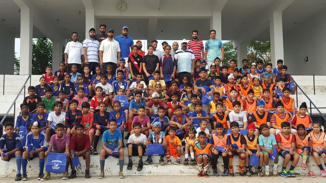 Skipper Manpreet inspires budding players from Mithapur