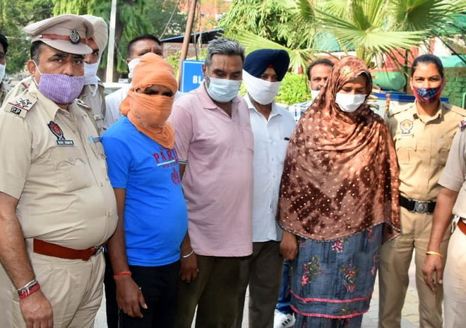 Trickster couple held with 7 gold rings