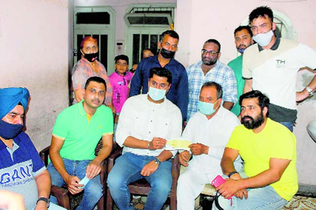 Gym trainer suicide: Punjab Youth Development Board chief gives Rs 25K aid to family in Ludhiana
