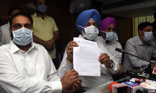 Minister hands over Rs10-cr grant to Mohali civic body