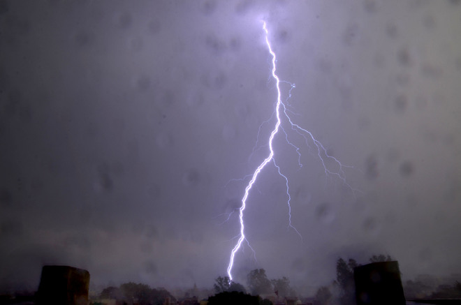 Weather takes a U-turn as lightening, hailstorm hit Jalandhar