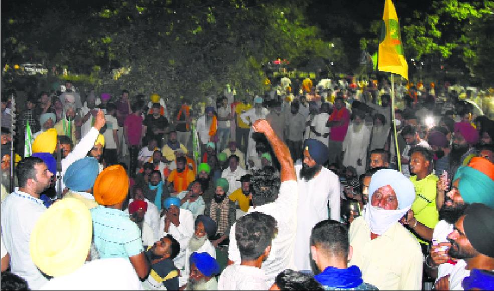 Farmers gather to protest against CM, detained; let off after 5 hours