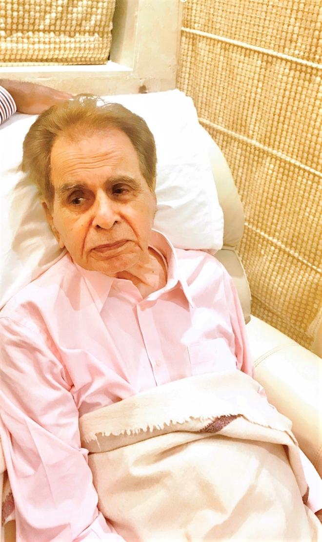 Dilip Kumar on oxygen support, not on ventilator