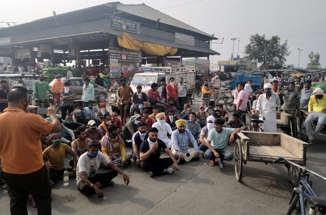 Contractor accused of fleecing cart pullers at Ludhiana veggie market