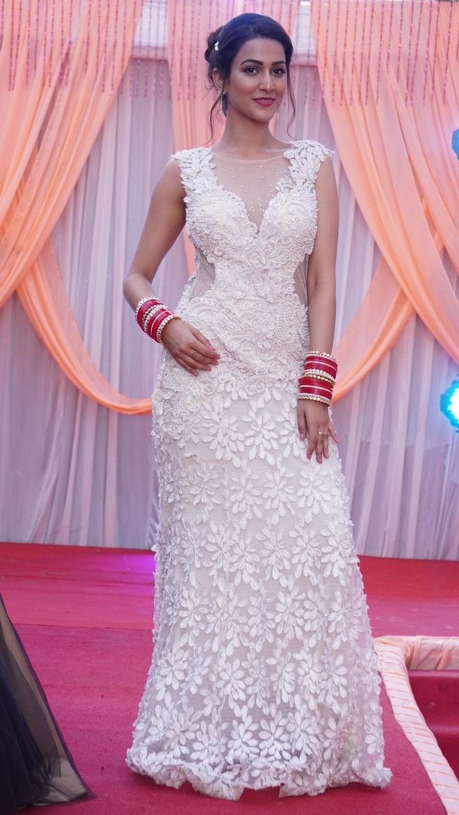 Amandeep  Sidhu styles her look
