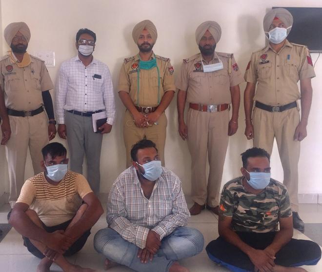 3 members of swindlers' gang held