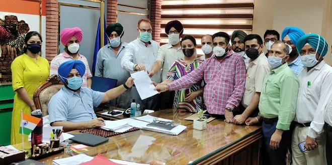 Doctors submit memorandum to Amritsar Deputy Commissioner