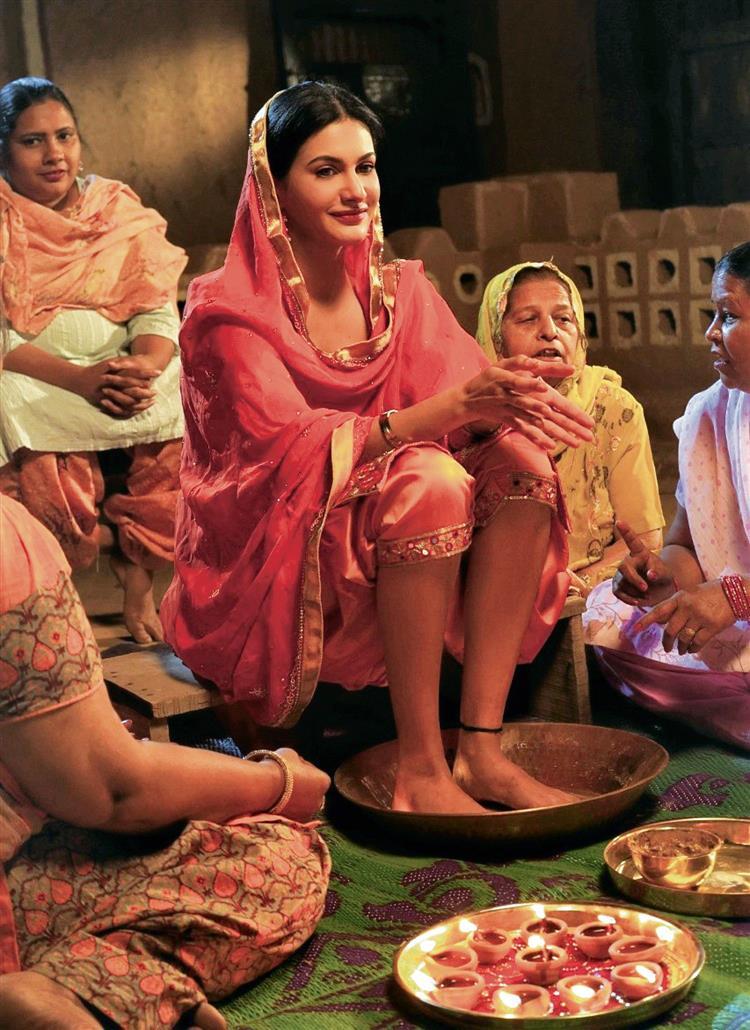 Amyra Dastur turns a Punjabi village girl for the music video Pind