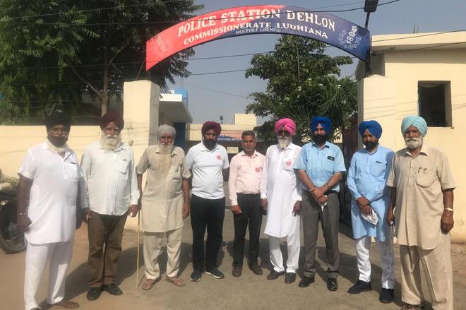 Talks fail, agitating farmers refuse to vacate protest site