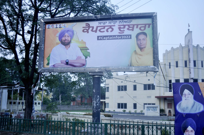 Capt Amarinder, Navjot Sidhu posters on each other's turf