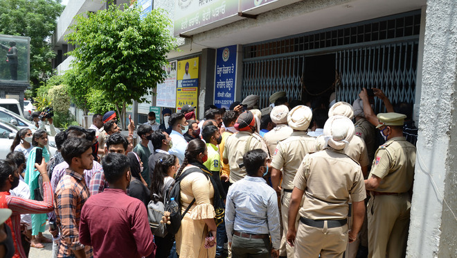 SC students protest move in Jalandhar to withhold roll numbers
