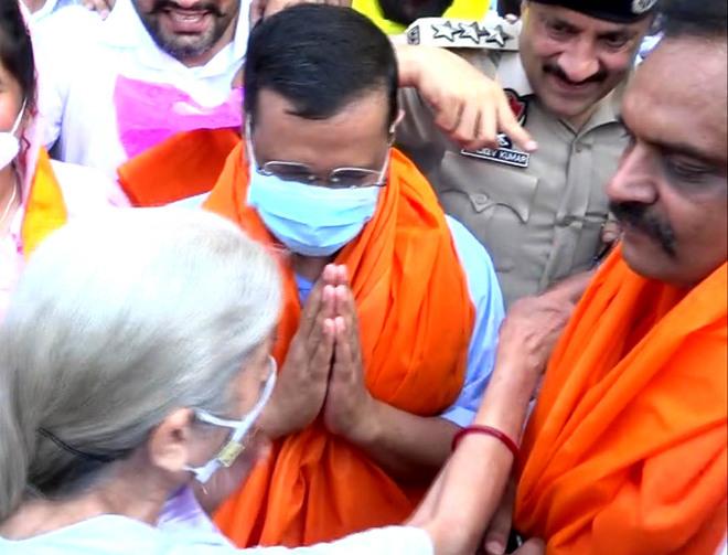 'Off active politics', BJP's Laxmi Kanta Chawla junks rumours of joining AAP