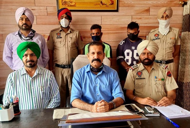 Two smugglers held with 1.98-kg heroin, Rs7.5 lakh in Ludhiana