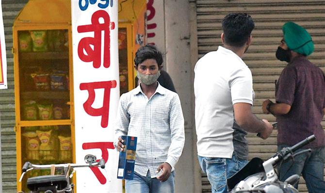 Liquor vend in Sector 22 cocks a snook at Chandigarh rules