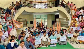 MC workers seek regular jobs, protest outside Mayor's office