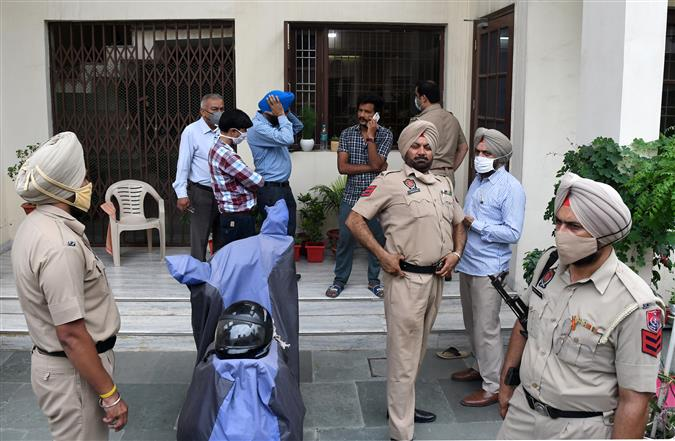 Robbers hold family hostage in Zirakpur; decamp with cash, jewellery worth lakhs