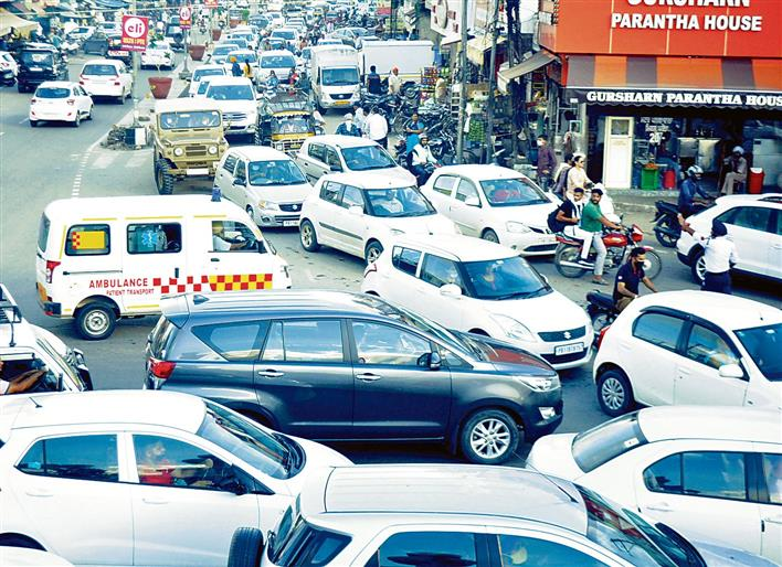 Employees' state-level protest creates chaos, brings traffic to a halt in Patiala