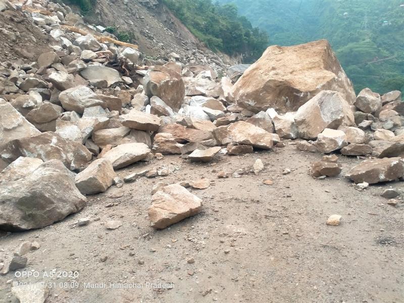 2 BRO officers die in Himachal rain rescue operations; 3 trekkers missing in Lahaul-Spiti, 200 stranded