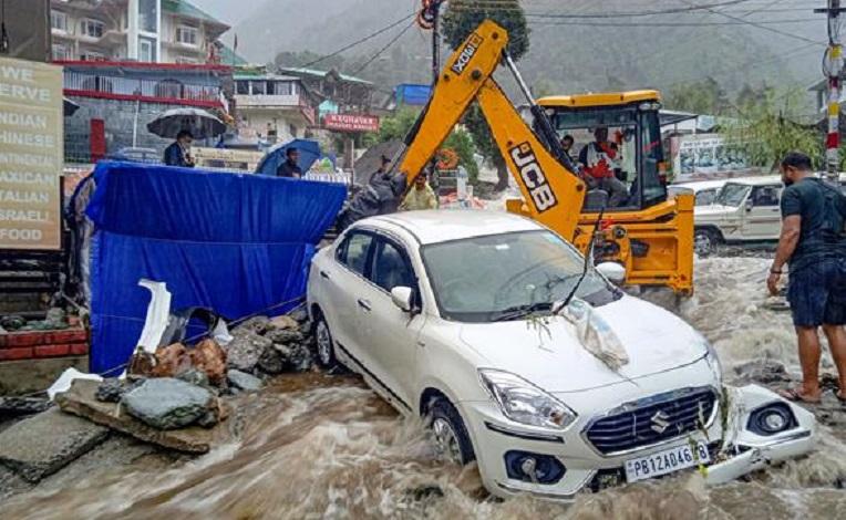 Himachal: Massive landslide dumps five houses under thousands tons of debris in Boh valley in Kangra district