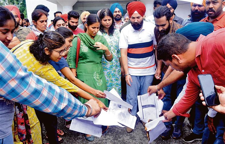 PhD, NET-qualified aspirants of Punjabi University demand jobs, hold protest