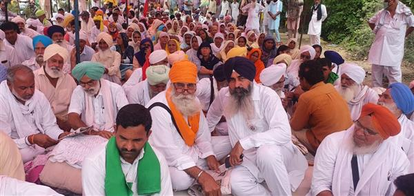 Farmers block highway in Sirsa; seek release of protesters, withdrawal of sedition charges