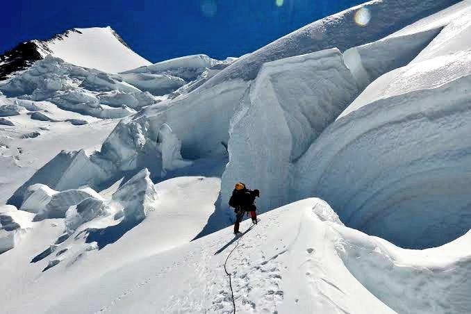 As part of Vijay Diwas celebrations, Army team scales Mt Kun near Kargil