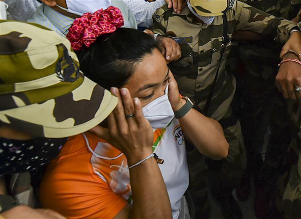 Teary homecoming: Mirabai Chanu breaks down on meeting mother